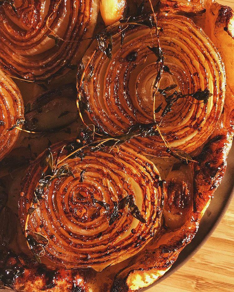 caramelized onion pie by @allosimone
